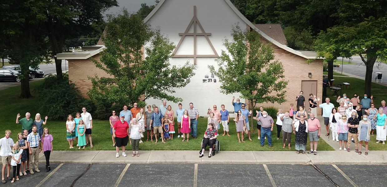 outdoor congregation group photo